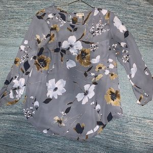 Tops - Flower shirt with pocket